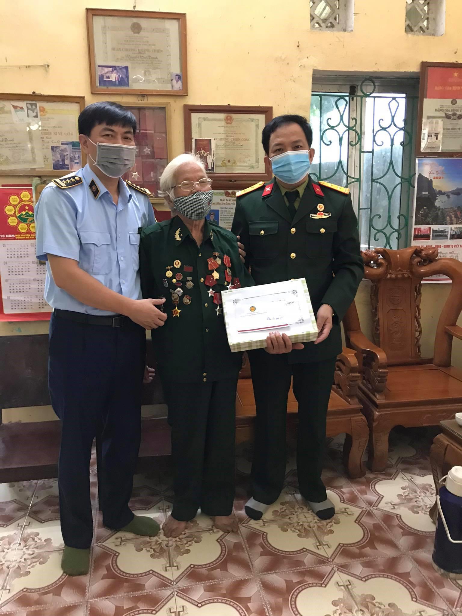 Lãnh đạo và Hội cựu chiến binh Cục Quản lý thị trường Hòa Bình tri ân ngày Thương binh, liệt sỹ (27/7/1947 - 27/7/2021)