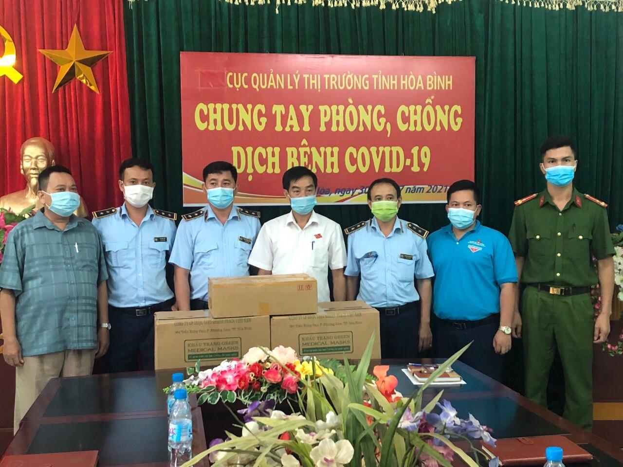 Lực lượng Quản lý thị trường tỉnh Hoà Bình chung tay đẩy lùi dịch bệnh Covid-19