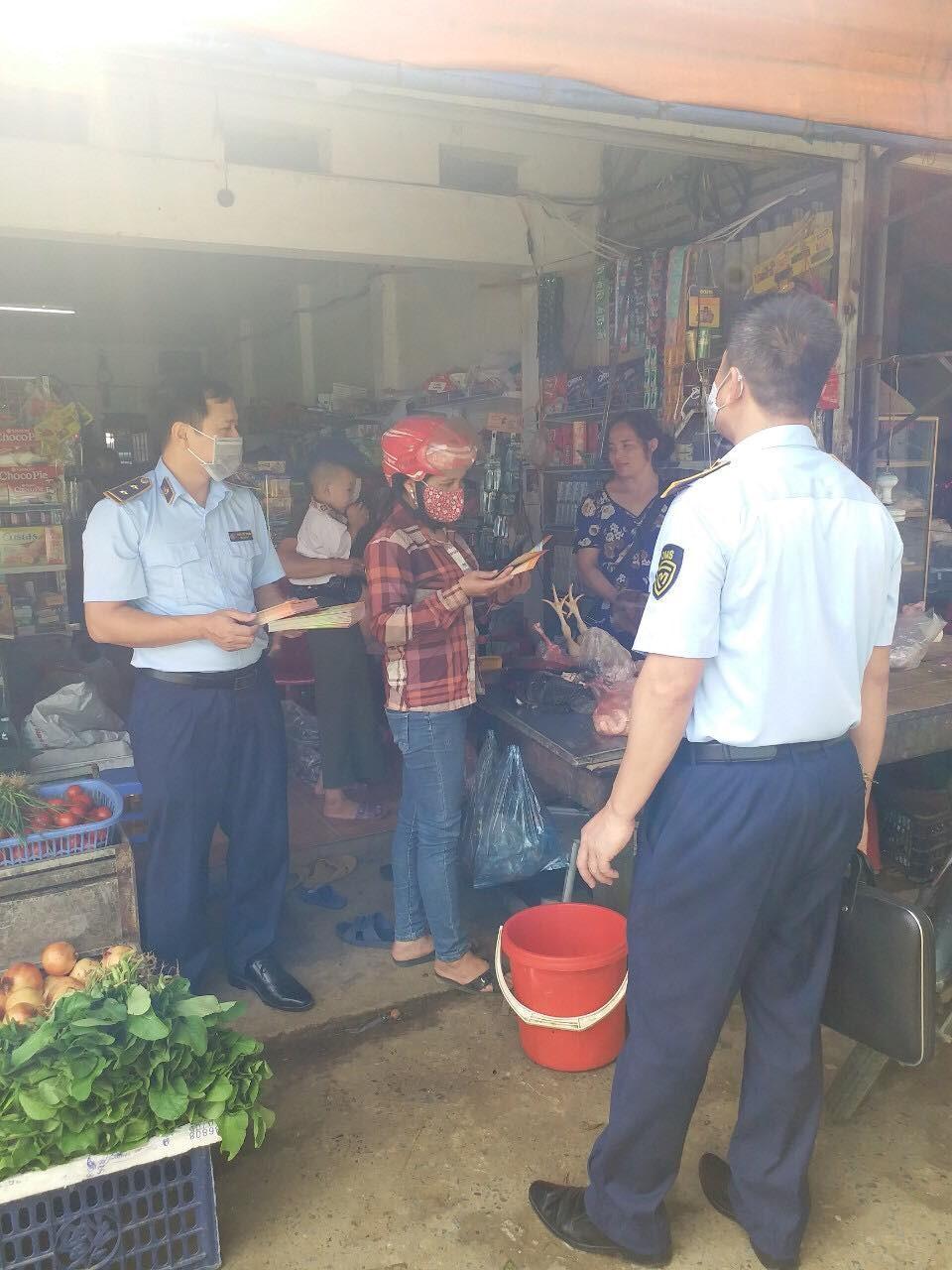 Tăng cường công tác tuyên truyền đấu tranh chống hàng giả, hàng không rõ nguồn gốc xuất xứ trên địa bàn huyện Đà Bắc