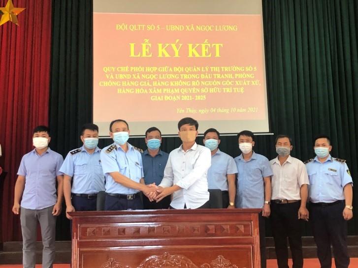 Đội QLTT số 5 tăng cường ký Quy chế phối hợp với UBND các xã, thị trấn