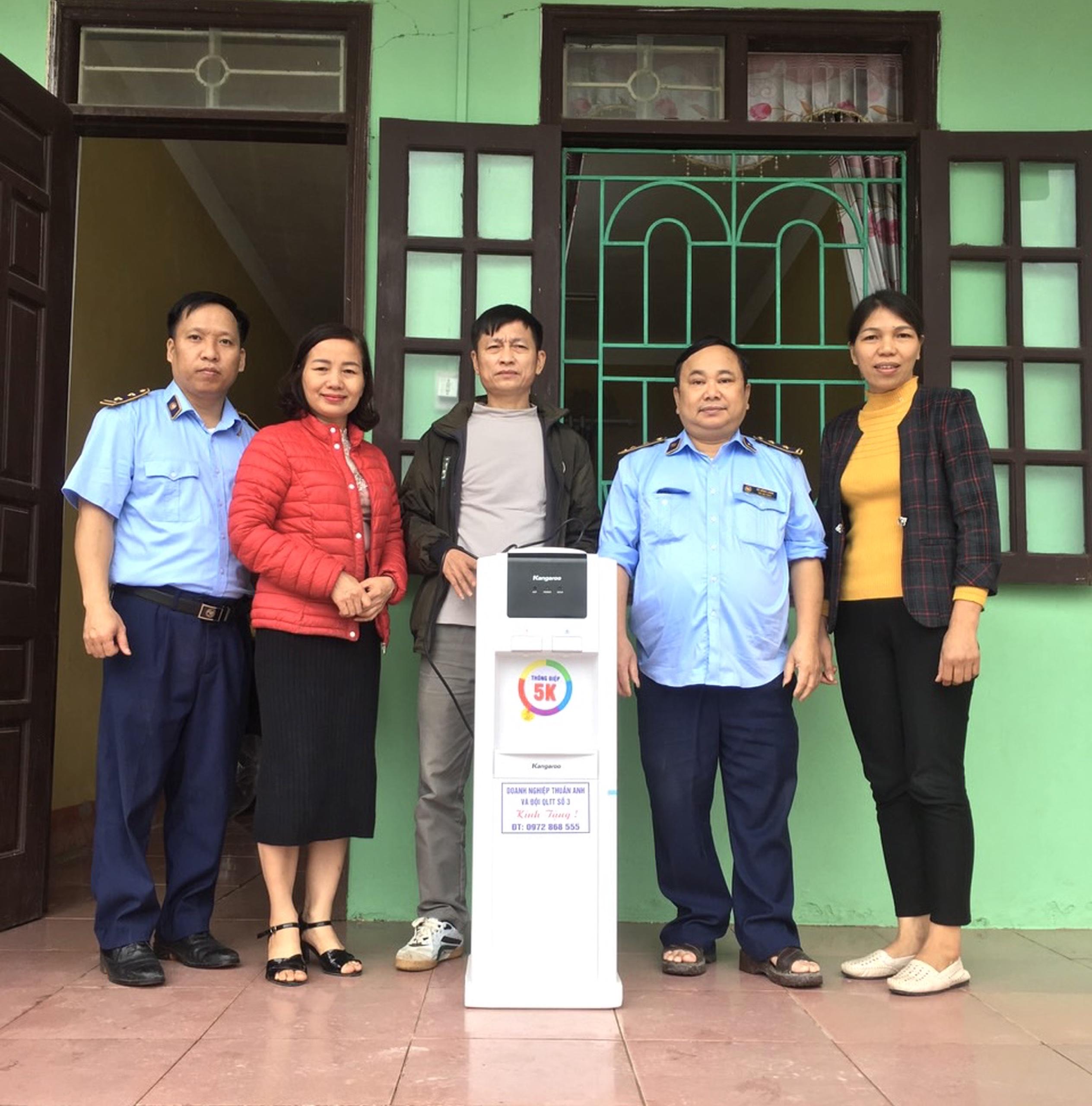 Đội QLTT số 3 tích cực các hoạt động chung tay chia sẻ cùng cộng đồng